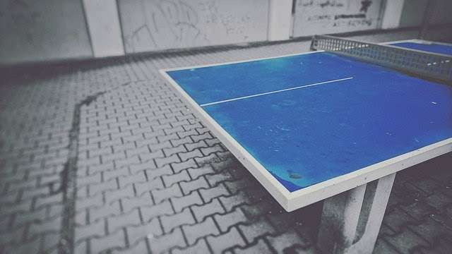 Table tennis table with center line